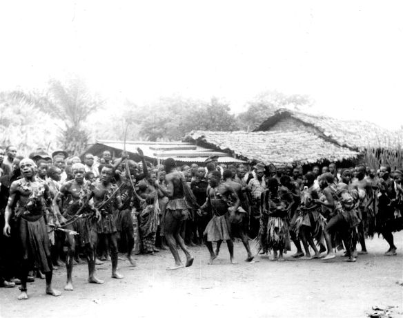 Mbote dancers large groupe rare number 157